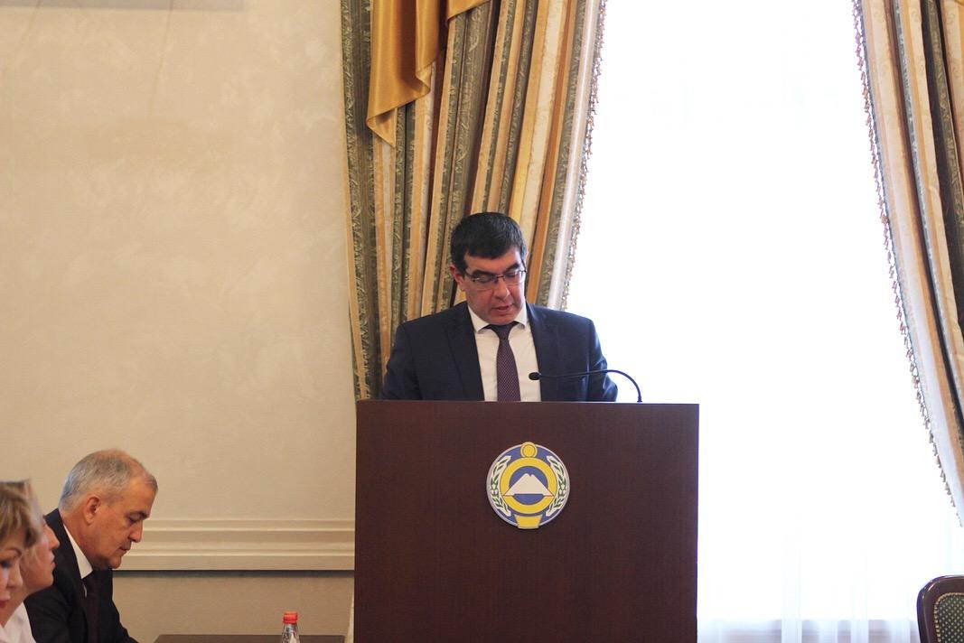Премьер-министр Карачаево-Черкесии Аслан Озов провел заседание Правительства КЧР